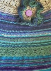 BZK013 Azuline - knitted bag in blues, purples & greens (5)