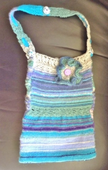 BZK013 Azuline - knitted bag in blues, purples & greens (7)